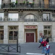 Przed wejściem do teatru Bouffes du Nord, Paryż, fot. Grzegorz Ziółkowski