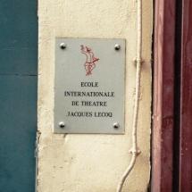 Przed wejściem do Szkoły Jacquesa Lecoqa, Paryż, fot. Grzegorz Ziółkowski
