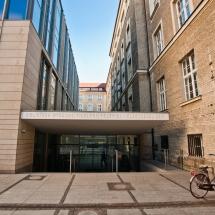 Wejście do Biblioteki Wydziału Filologii Polskiej i Klasycznej Collegium Maius 3 od ul. Kowalczyka Fot. Maciej Zakrzewski